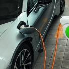 Overlander introduceert oplaadhaspels voor elektrische auto's